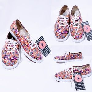 Van's floral print lace up sneakers size 6